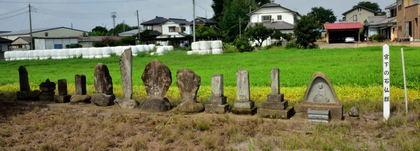 宮下の石仏群 富田町2312_002.jpg