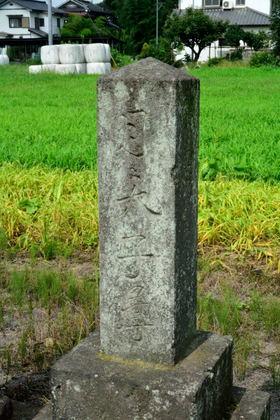 宮下の石仏群 富田町2312_006.jpg