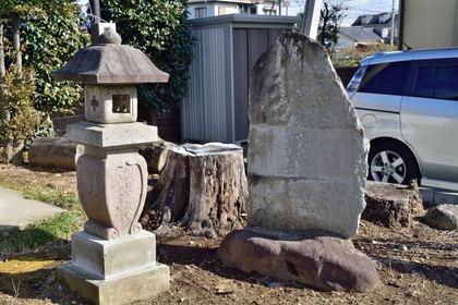 小島田の供養碑_004.jpg