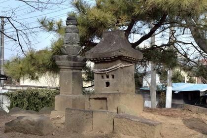 熊野神社宝篋印塔石殿_003.jpg